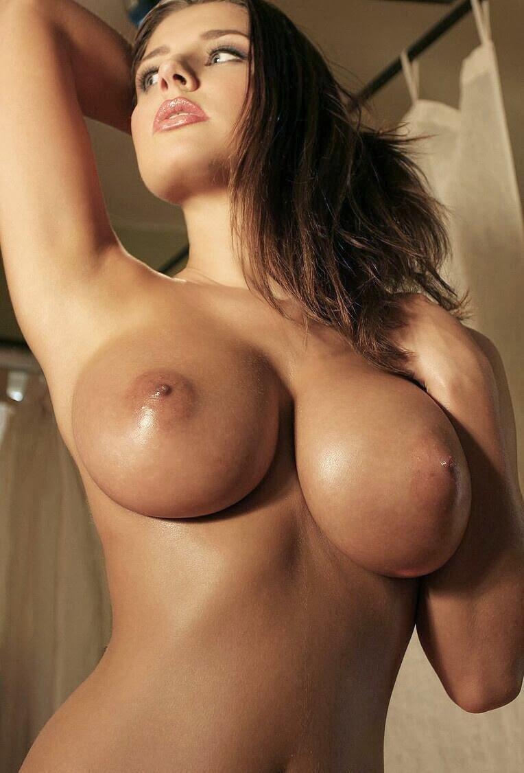 Фото женщин с большой обнаженной грудью из разных журналов 8 фотография