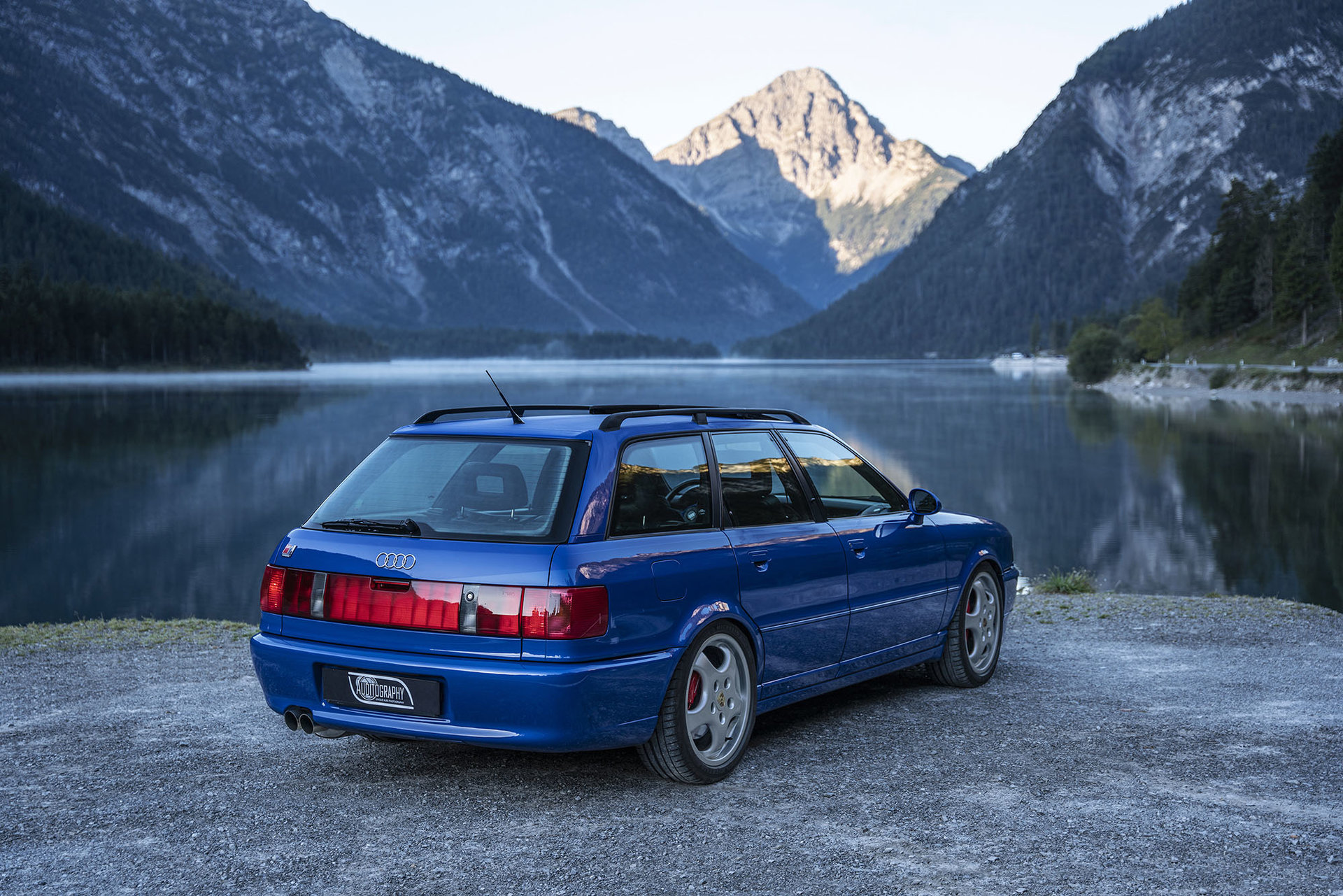 1994-audi-rs2-avant-is-the-porsche-co-production-that-started-the-whole-rs-range_1.jpg