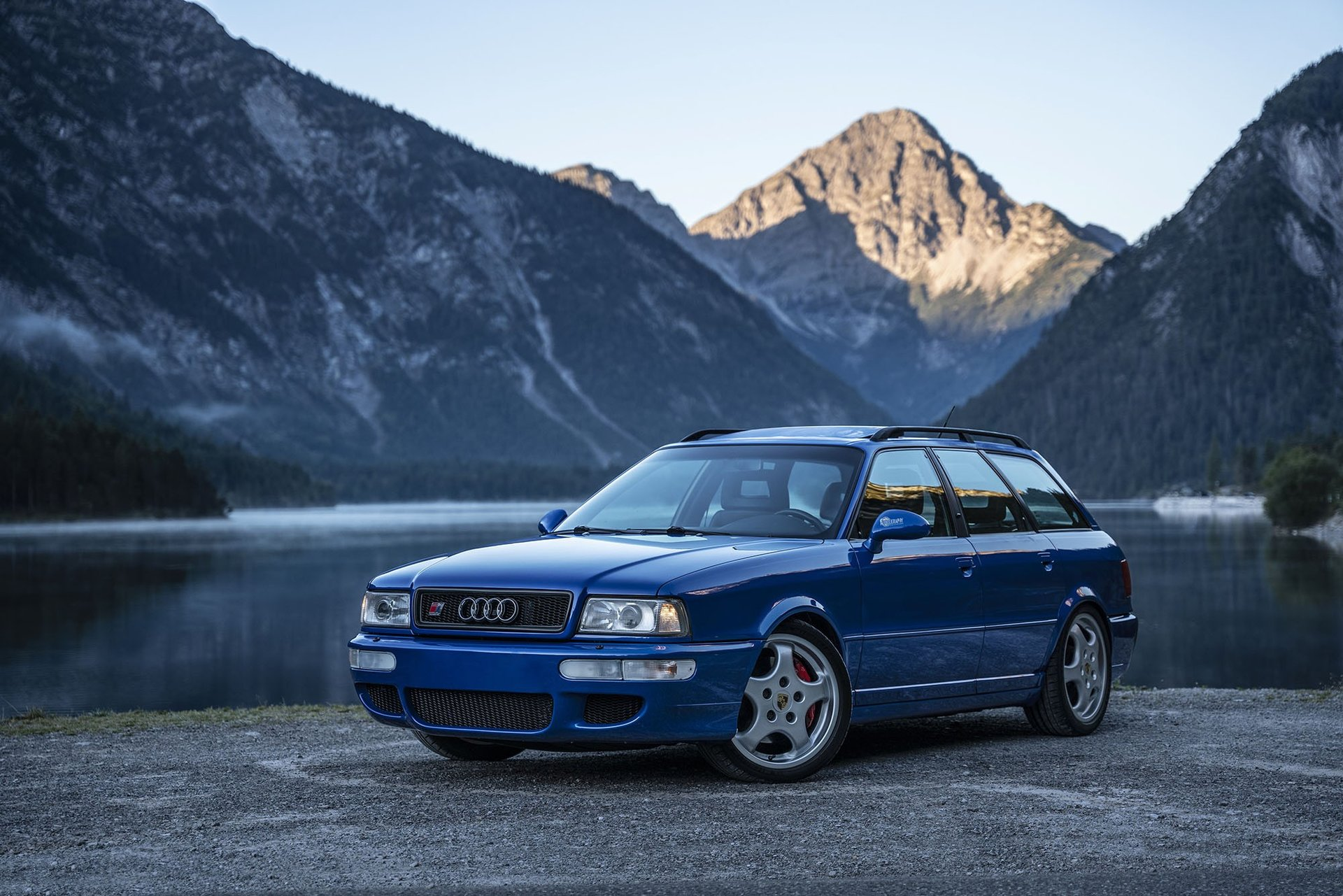 1994-audi-rs2-avant-is-the-porsche-co-production-that-started-the-whole-rs-range_10.jpg
