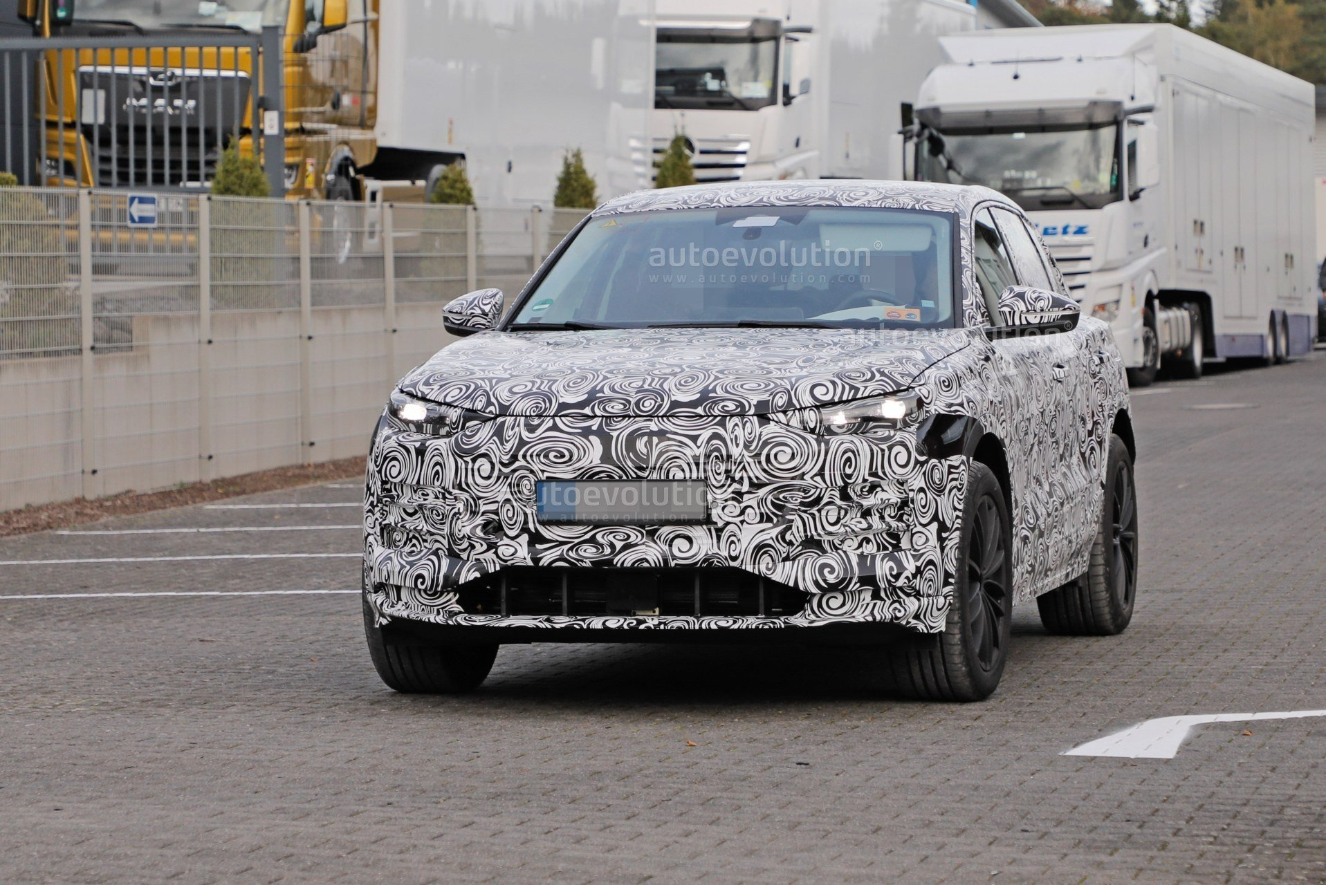 2023-audi-q6-e-tron-prototype-spied-wearing-full-camouflage-is-fully-electric_2.jpg