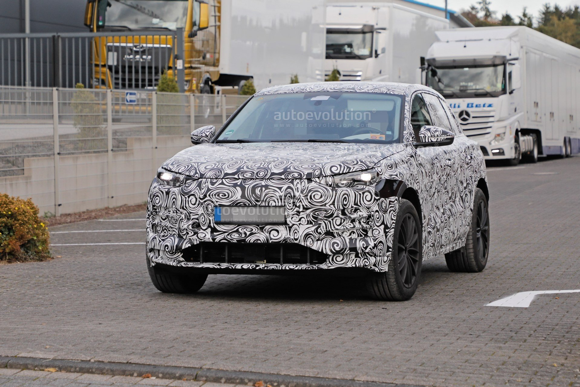 2023-audi-q6-e-tron-prototype-spied-wearing-full-camouflage-is-fully-electric_3.jpg