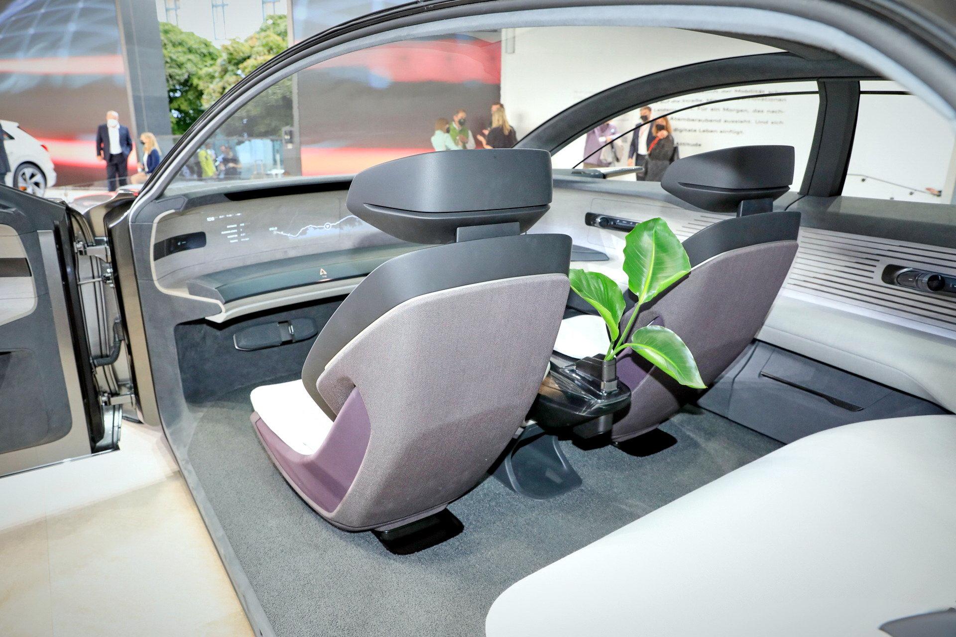 Audi-GrandSphere-Concept-A8-27.jpg