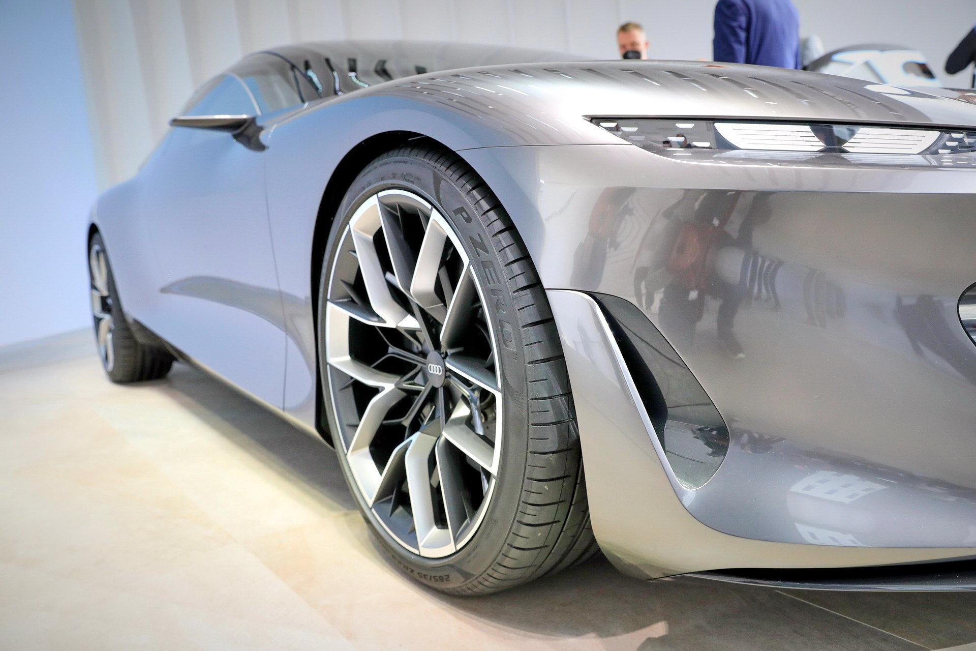 Audi-GrandSphere-Concept-A8-32.jpg