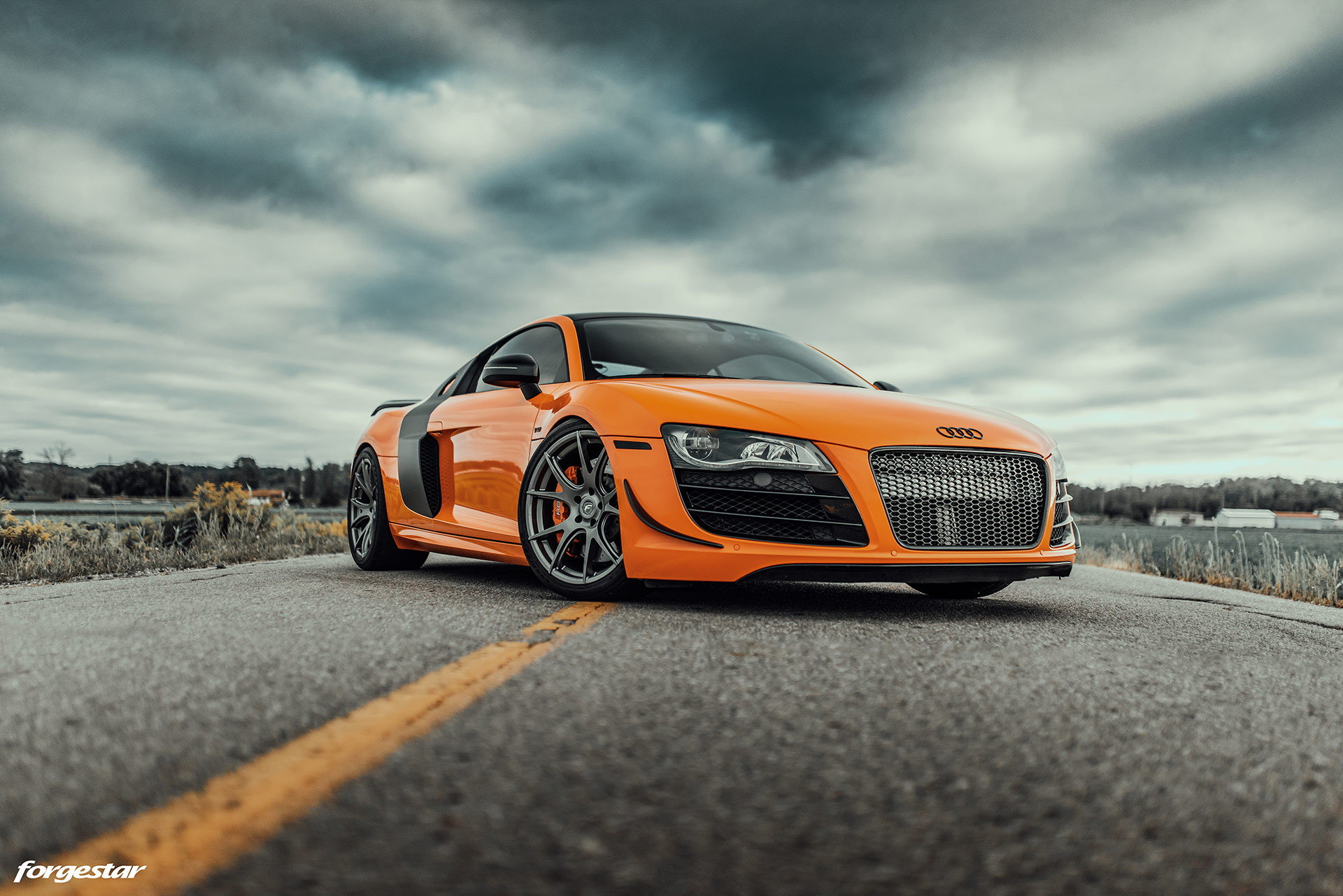 raucous-audi-r8-with-stick-shift-n-a-v10-is-what-supercar-dreams-are-made-of-172362_1.jpg