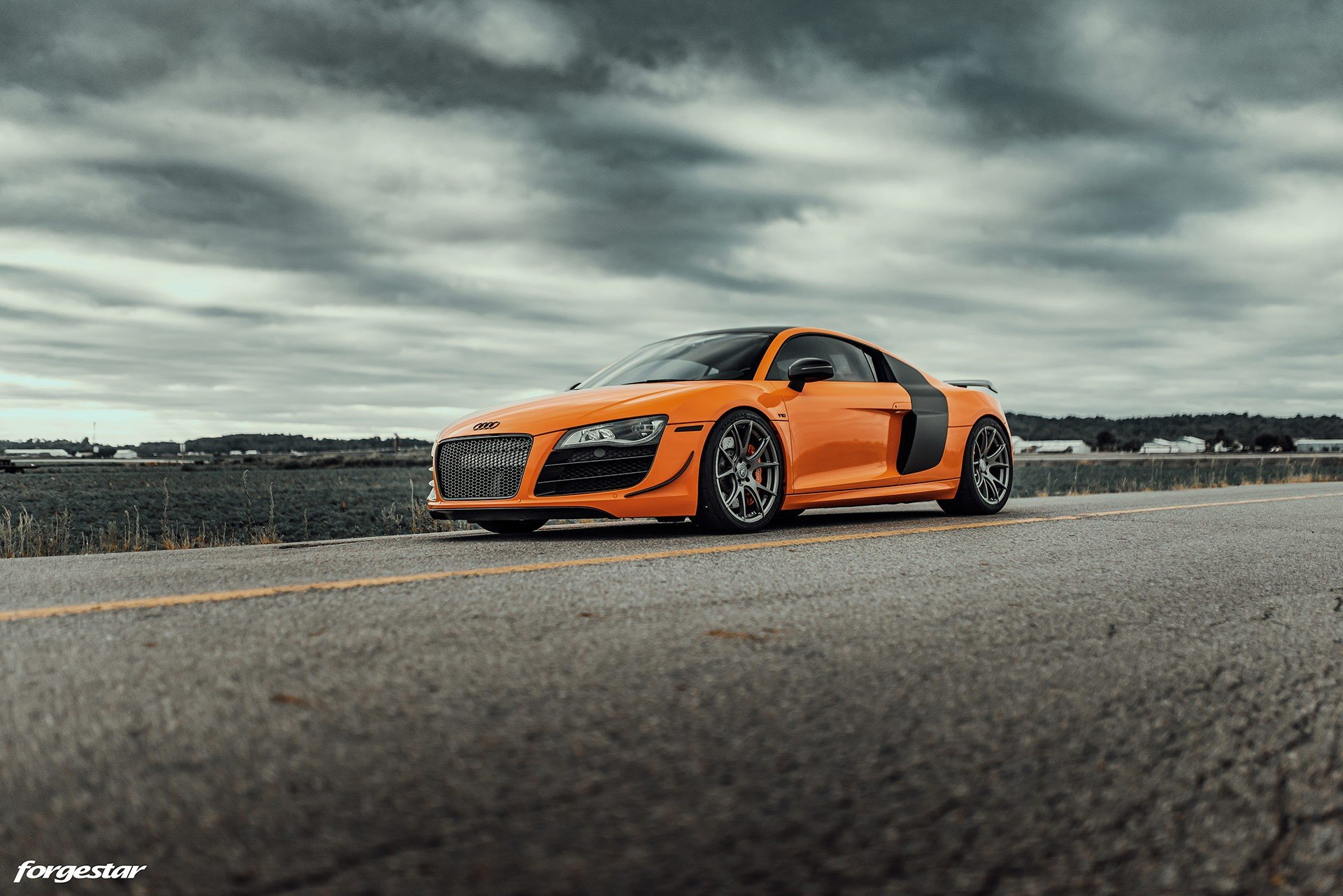 raucous-audi-r8-with-stick-shift-n-a-v10-is-what-supercar-dreams-are-made-of_1.jpg