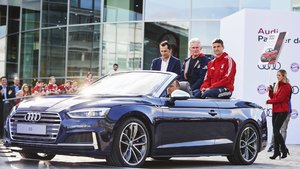 1507795297_bayern-munchen-players-receive-their-new-audi-models.jpg
