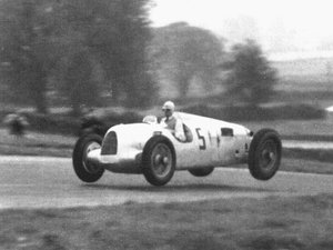 5c09362b966ea3fedbe3118d5215a2fe--mercedes-auto-f-racing.jpg
