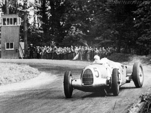 auto-union-s-deadly-silver-arrows-brutalized-the-track-1476934827028-500x375.jpg