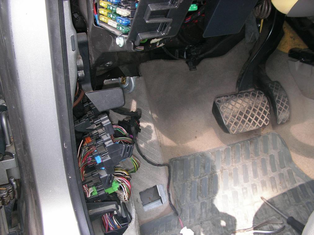 Блок в ногах водителя 1
