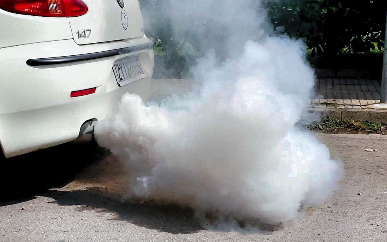 если масла жрет какой дым из глушителя должен идти
